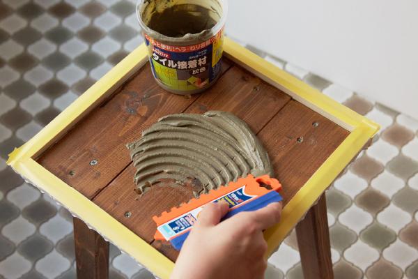実はカンタン。お菓子をつくるようにタイルを貼ろう。