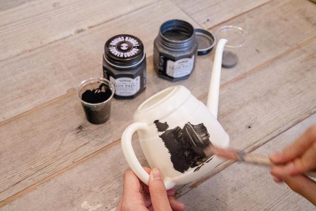 まるで金属の質感になる不思議な塗料 アイアンペイントを塗ってみよう