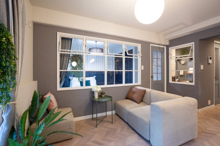 「室内窓」でつくる 家族の気配を感じられるあたたかい空間